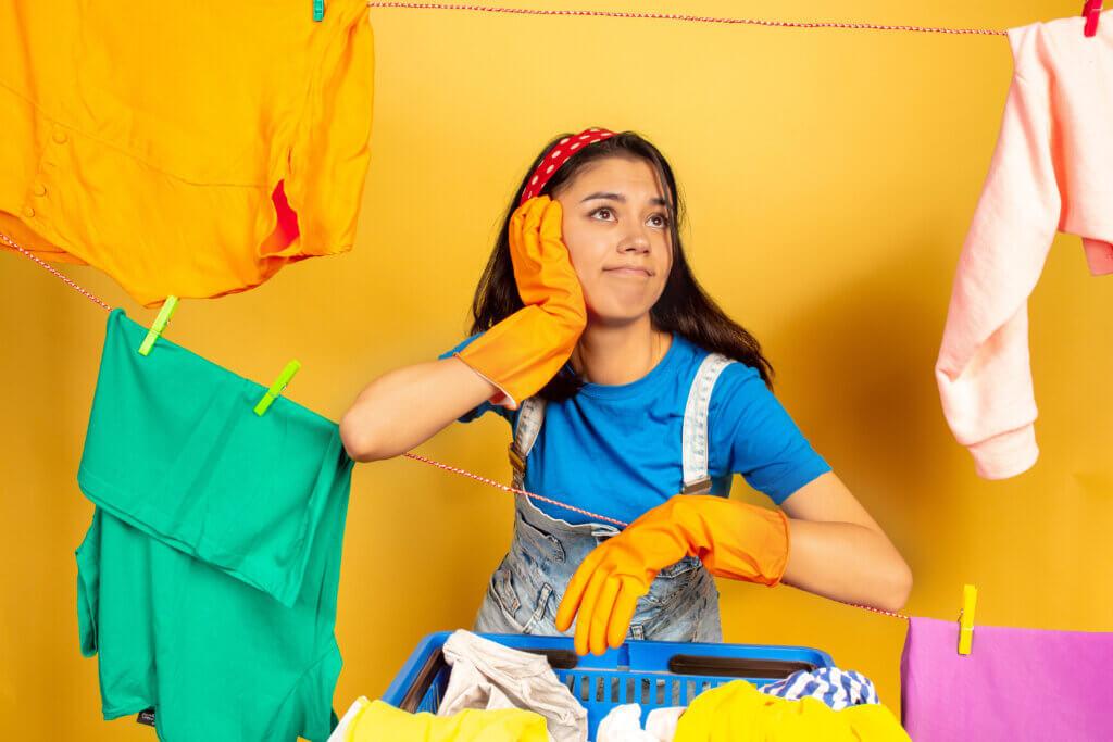 cum-speli-hainele-colorate